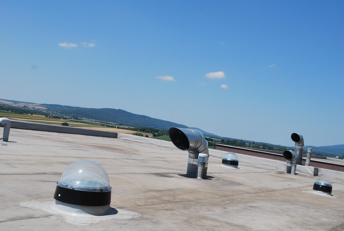 Svetlovod Sunway v Petržalskom byte - kopula na streche